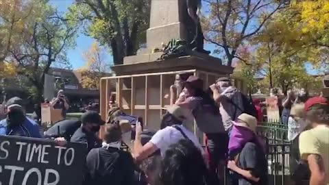 Us Protesters Tear Down Obelisk After 3 Days Occupation Of Santa Fe Plaza Spectee